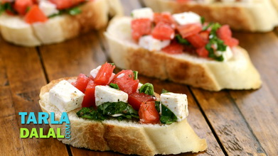 Tomato and Paneer Open Toast Video